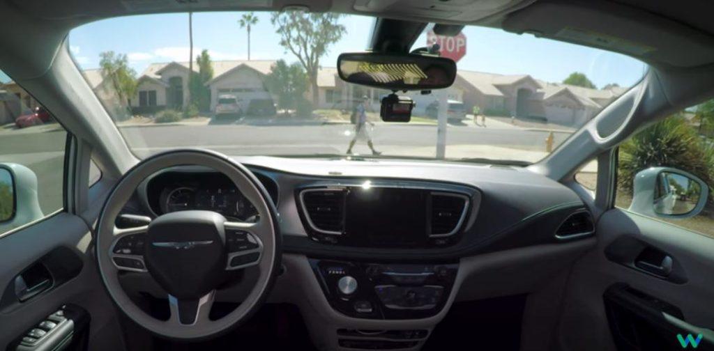 Видеоролик, в котором можно посмотреть из кабины, как едет автомобиль-робот