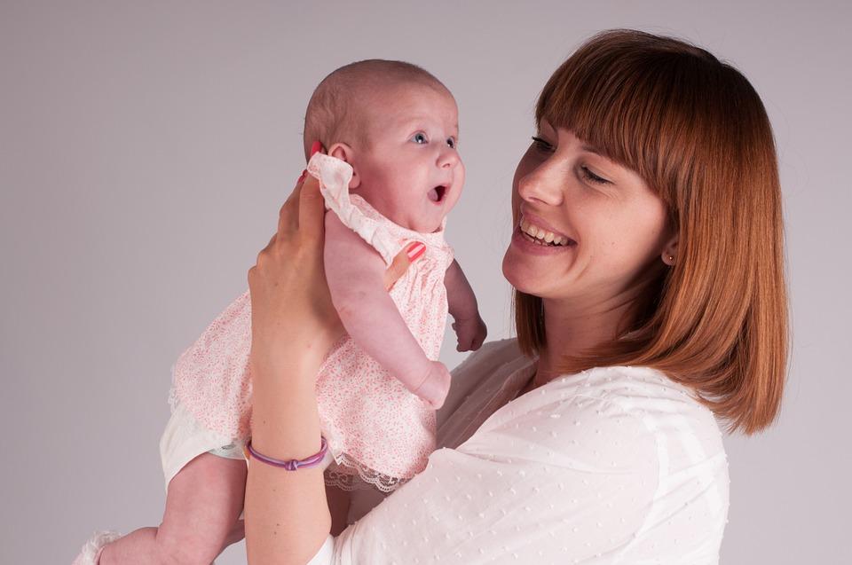 Только 10% жительниц России готовы вернуться на работу в первый год после рождения ребенка