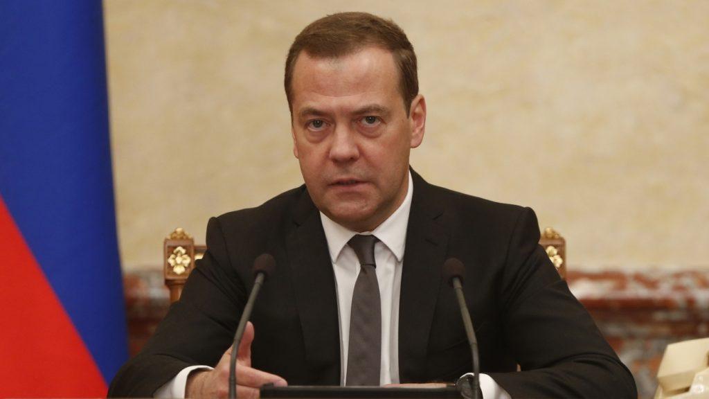 Дмитрий Медведев сказал, что правительство предлагает повысить НДС с 18% до 20%