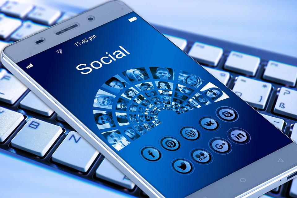 Россияне используют интернет преимущественно для участия в соцсетях