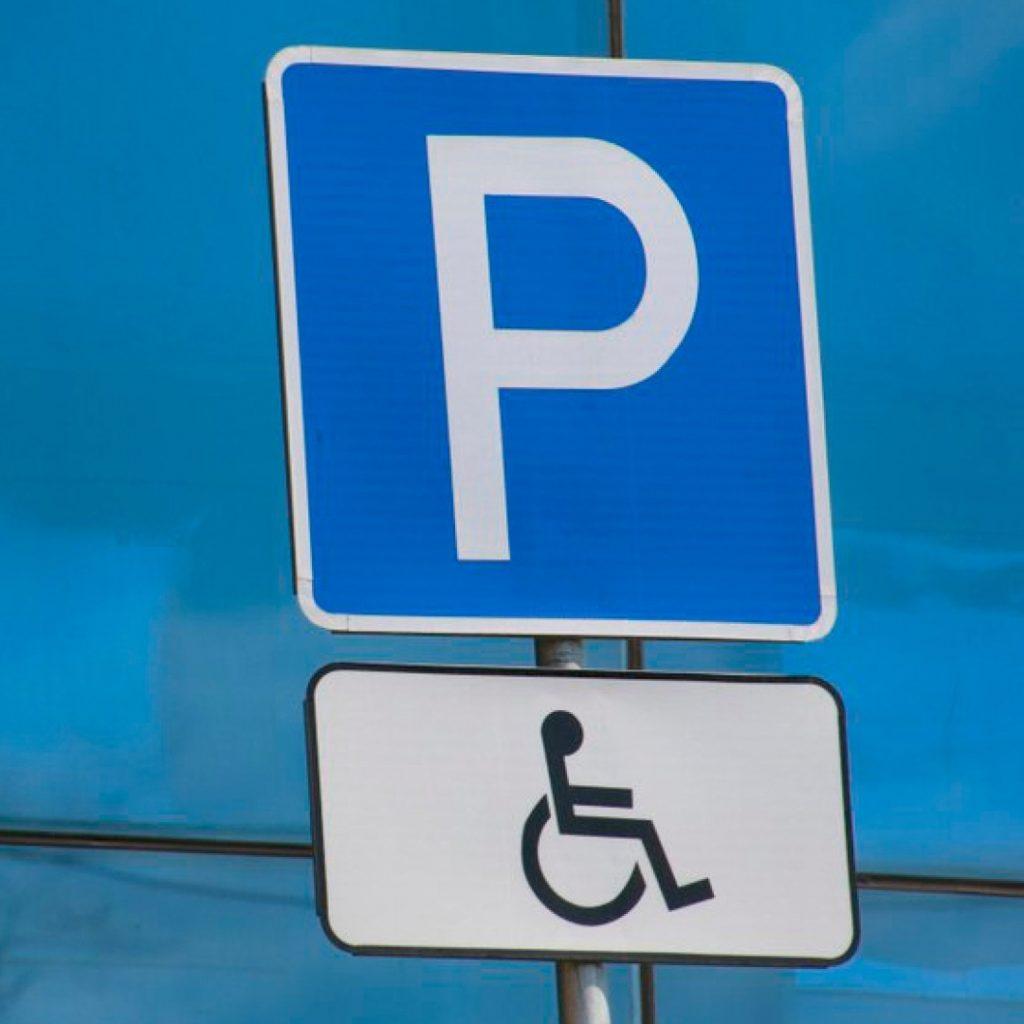 В России начали выдачу инвалидам индивидуальных знаков для автомашин