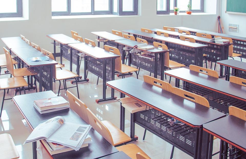54% выпускников девятых классов в России в 2018 году покинули школу