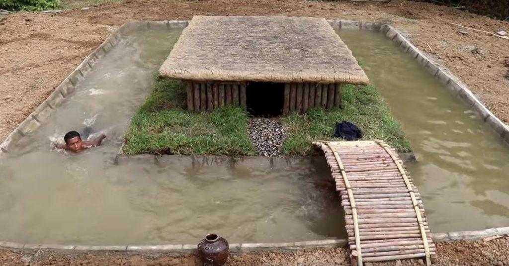 Строительство бассейна вокруг подземного дома с помощью примитивных инструментов