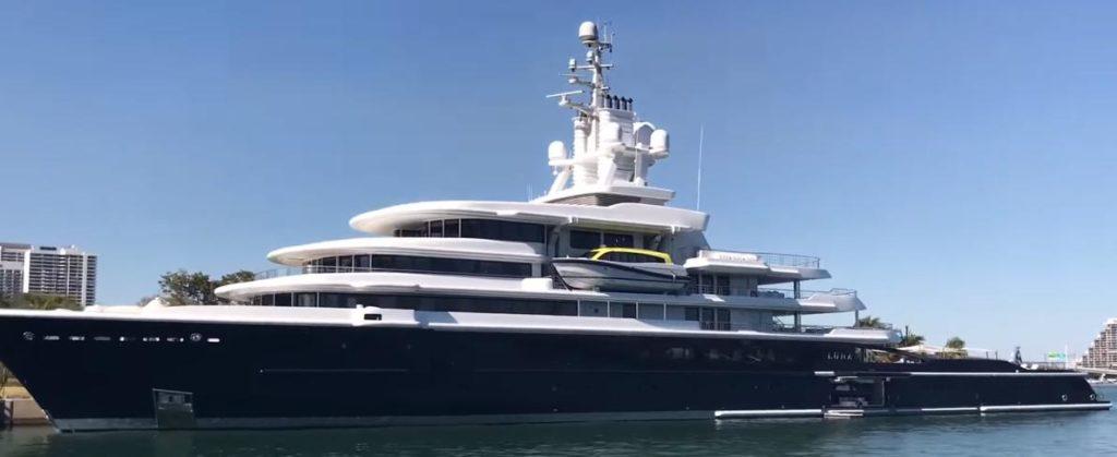 Суммы стоимости яхт олигархов хватит, чтобы выплачивать в течение 2 месяцев пенсии всем пенсионерам России