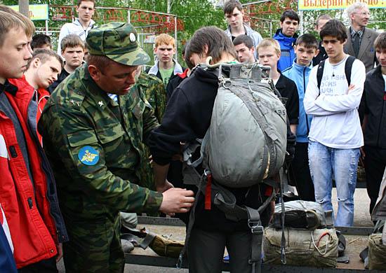 В Госдуму внесено предложение о десятикратном повышении штрафов для призывников за неявку в военкомат