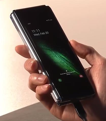 Samsung представила складывающийся смартфон-планшет