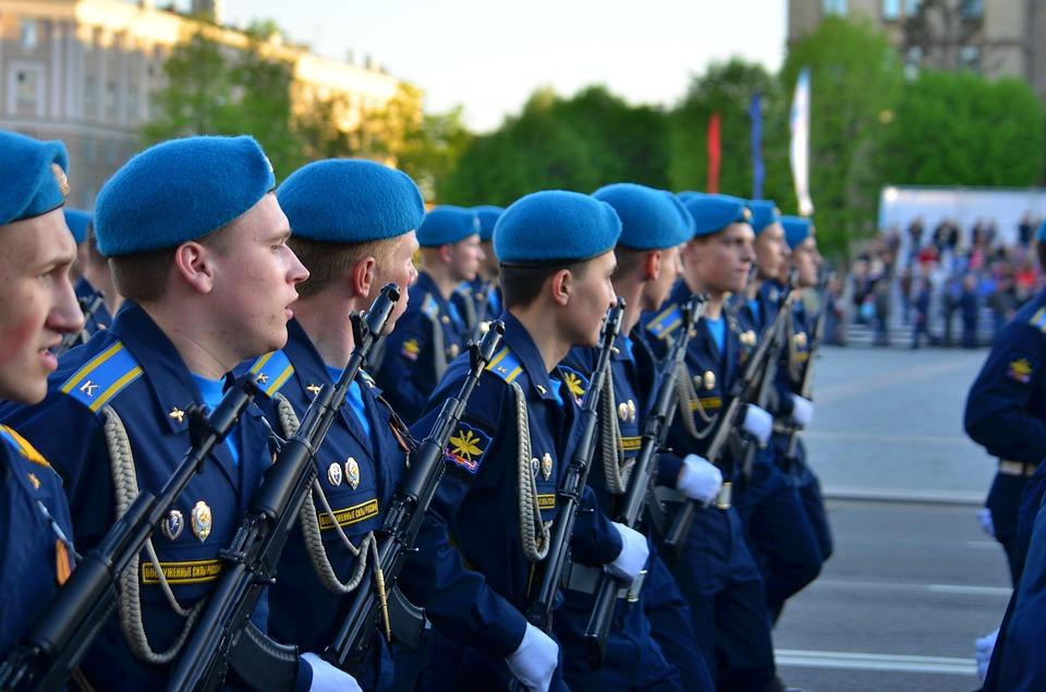 Военнослужащим запретили использовать гаджеты на службе