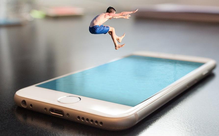 Какой период времени Apple поддерживает старые модели iPhone