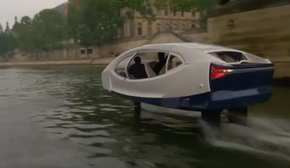 «Летающее» такси на реке Сене в Париже