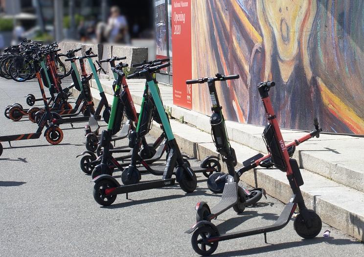 Минтранс подготовил изменения для внесения в ПДД для гироскутеров, моноколес, электросамокатов, скейтбордов
