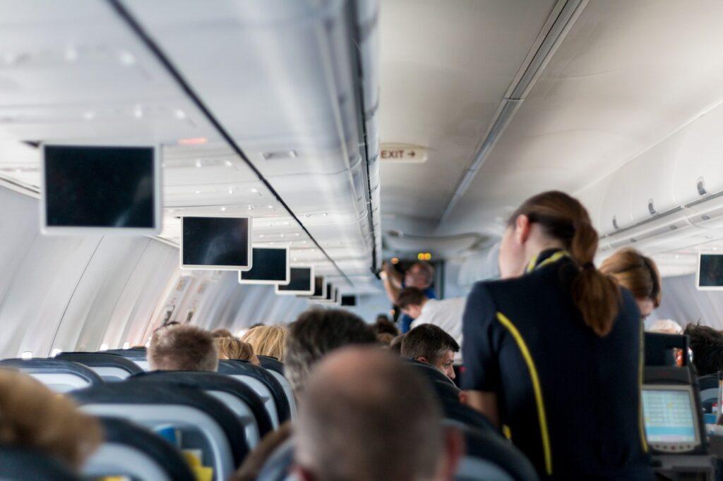 Почему не следует спать, когда ваш самолет взлетает или приземляется