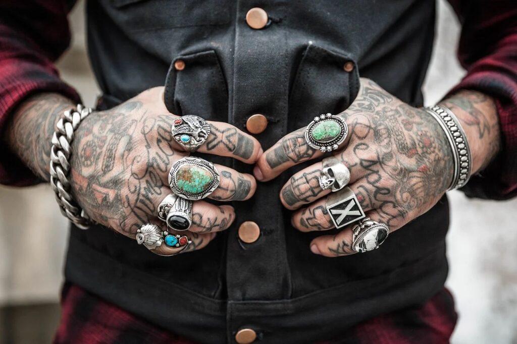 Использование тела в качестве холста для татуировок может дорого обойтись вашему здоровью