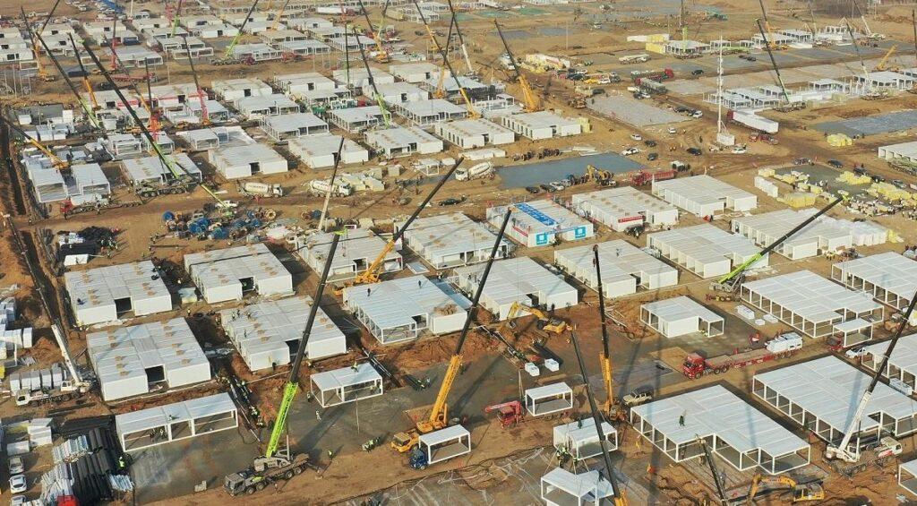 В Китае строят тысячи жилищ для новых зараженных CoVID-19