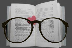 Что такое пресбиопия («дальнозоркость») и почему она возникает