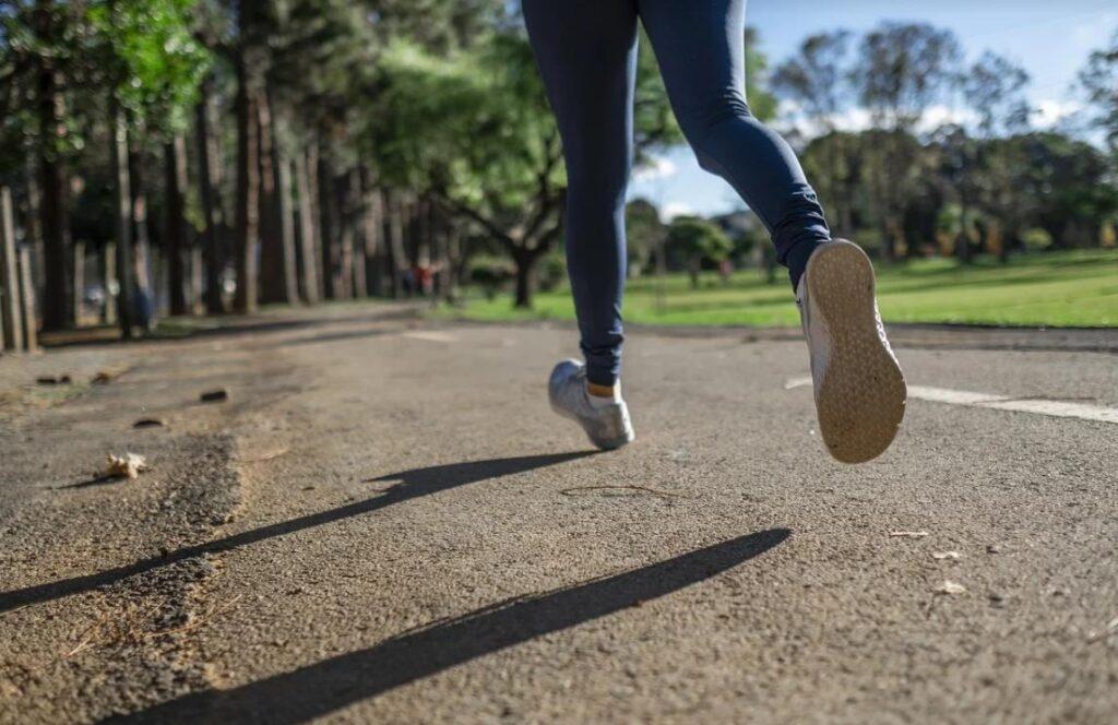 Вырабатывайте электроэнергию с помощью спорта: мини-электростанция вырабатывает электричество используя энергию ветра во время бега трусцой