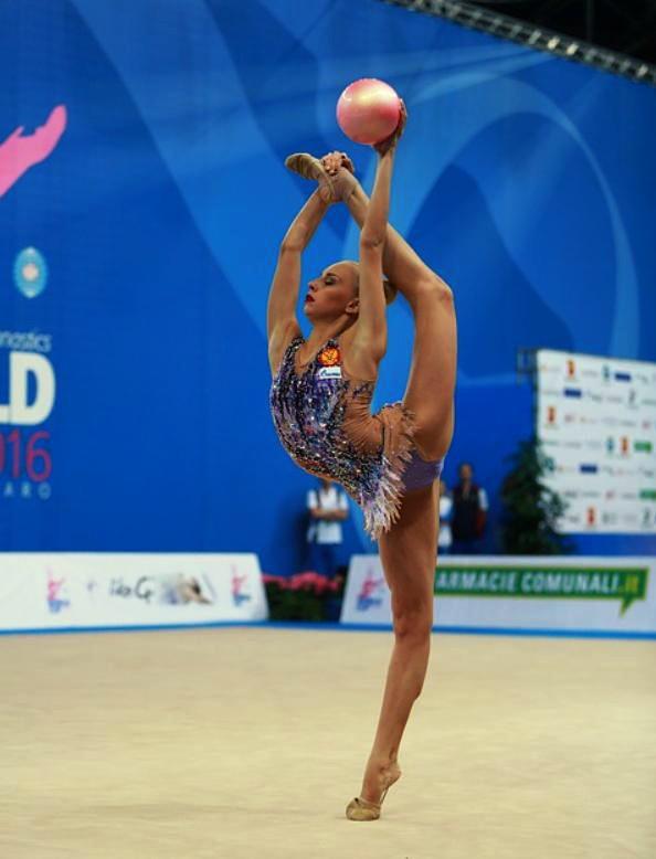 Художественная гимнастика - для кого, польза и недостатки занятий