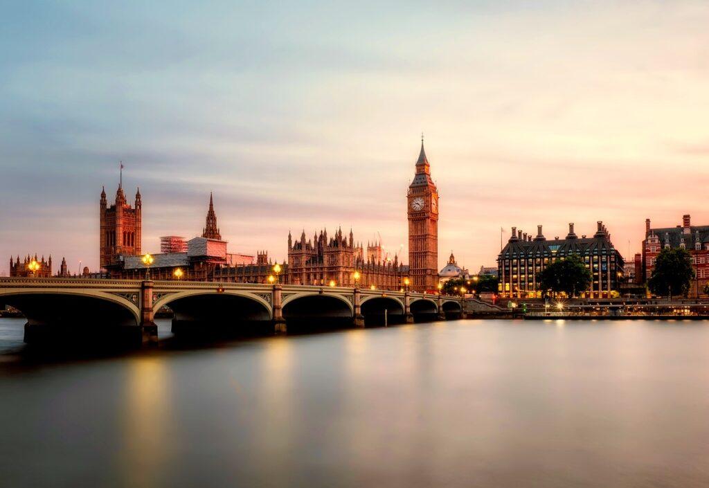 С 9 апреля все граждане Англии смогут бесплатно делать экспресс-тесты на коронавирус