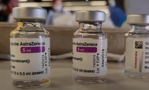 Ученые ищут причину тромбоза после вакцинирования AstraZeneca
