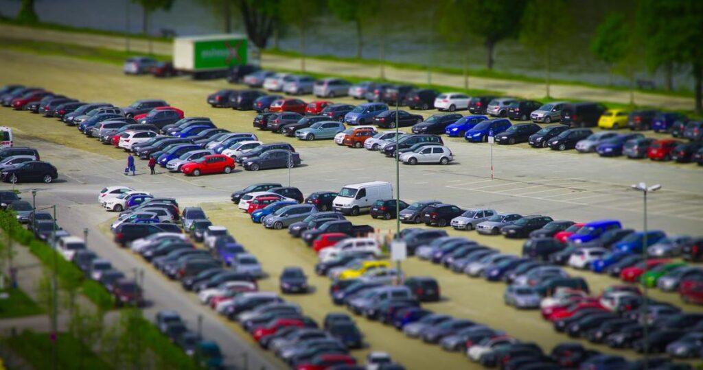 На том же парковочном пространстве искусственный интеллект увеличивает количество парковочных мест на 25 процентов
