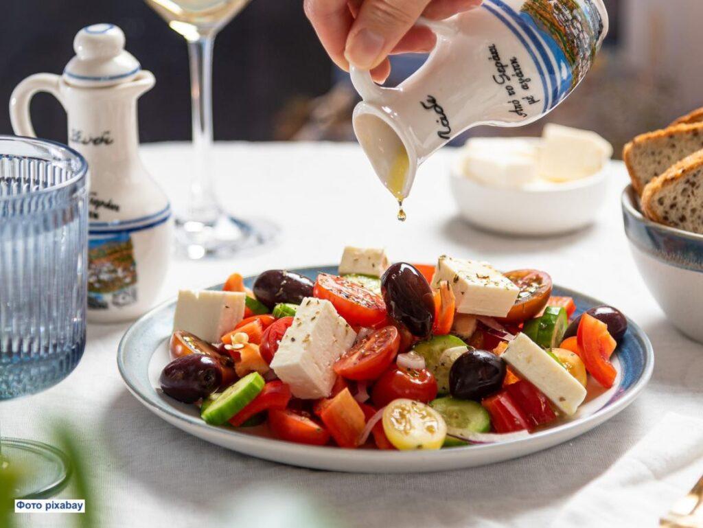 Почему огурцы и помидоры не лучшее сочетание в салате, хотя и вкусно? Как это исправить