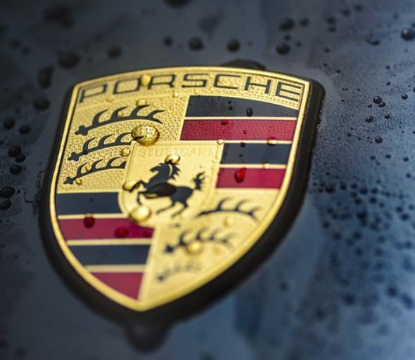 Билл Гейтс видит больший потенциал в новой топливной технологии Porsche, чем в электромобилях