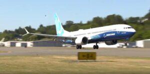 Самый большой пассажирский самолет в серии MAX Boeing 737 MAX 10 выполнил первый полет