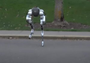 Двуногий робот Кэсси самостоятельно пробежал 5 километров