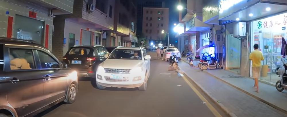 Автономное роботакси уже ездит по городам Китая ночью