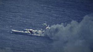 Американцы потопили свой военный корабль во время учений в районе Гавайских островов (видео)